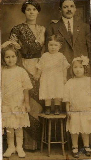Mama &amp; Papa, Irene, Estelle, Sally 1914